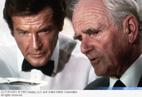 Pierce Brosnan and Desmond Llewelyn Shoot At Pinewood