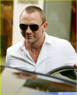 fc5b7a5199 Daniel Craig shaves head for role in `I