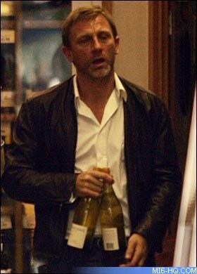 Tabloids speculate on wedding bells for Daniel Craig James Bond