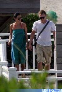 Paparazzi catch Daniel Craig on a Bahamas beach - James