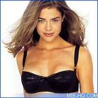 007 The World Is Not Enough Denise Richards