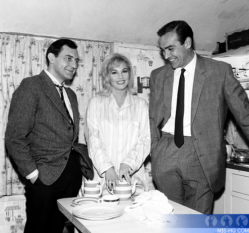 The Private Life Of James Bond Shortly After Goldfinger Opened In Uk Cinemas American Newspapers Published A Profile Piece On Sean Connery And His Wife James Bond 007 Mi6