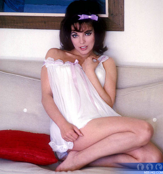 joan collins turned down goldfinger english actress joan